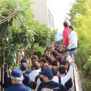 Μαθητική πορεία αλλάζει το πρόγραμμα του Τζαβάρα (video)
