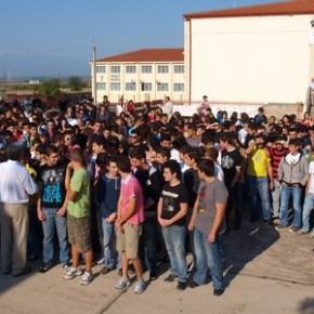 Οι εργαζόμενοι μαθητές απομόνωσαν τραμπούκο χρυσαυγίτη στα Γιαννιτσά