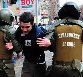 Στους δρόμους ξανά δεκάδες χιλιάδες μαθητές στη Χιλή